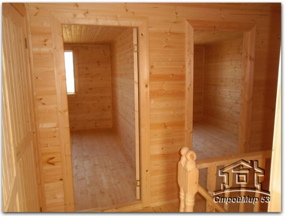 дверь и комнаты на мансарде
