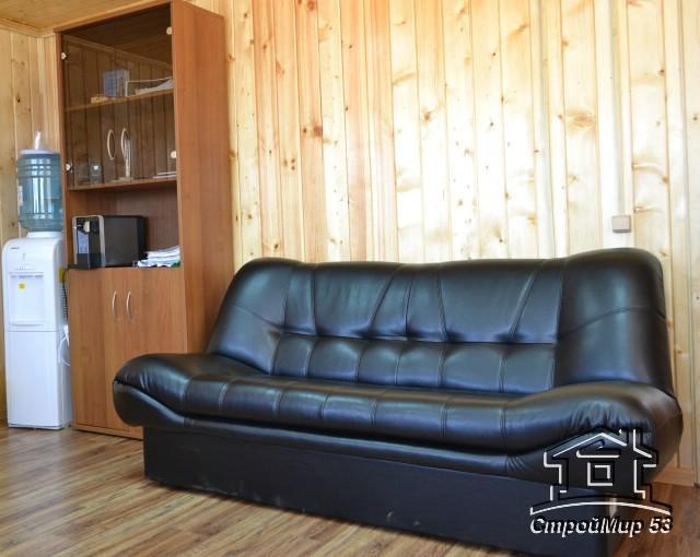диван в офисе