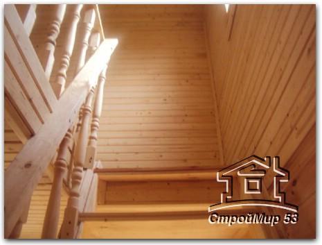 лестница на второй этаж в бане