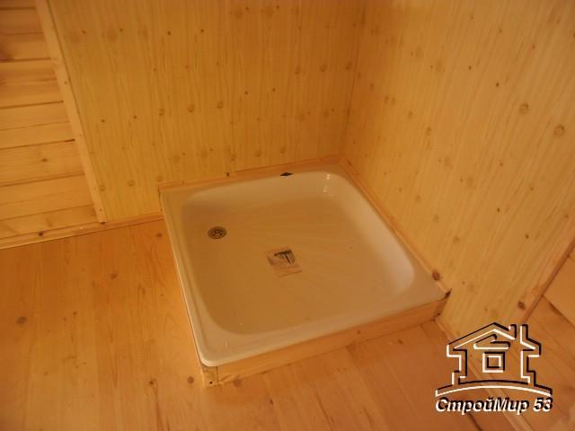 душевой поддоне в бане из бруса